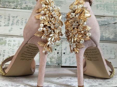 El emotivo mensaje en la suela de los zapatos de una novia