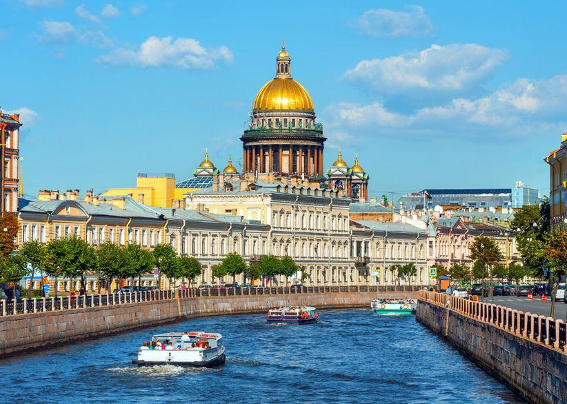 Río Moika y cúpula de la Catedral de San Isaac, St. Petersburgo
