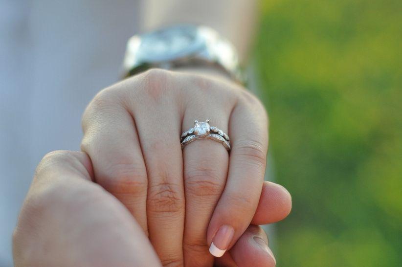Significado de la piedra preciosa en tu anillo de compromiso for En que mano se usa el anillo de compromiso