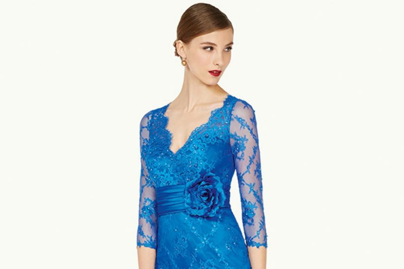 5ad81b5f6 50 vestidos de fiesta azules para brillar en tu próxima boda