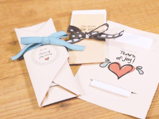Kit de pañuelos DIY: detalles para secar las lágrimas de felicidad de sus invitados
