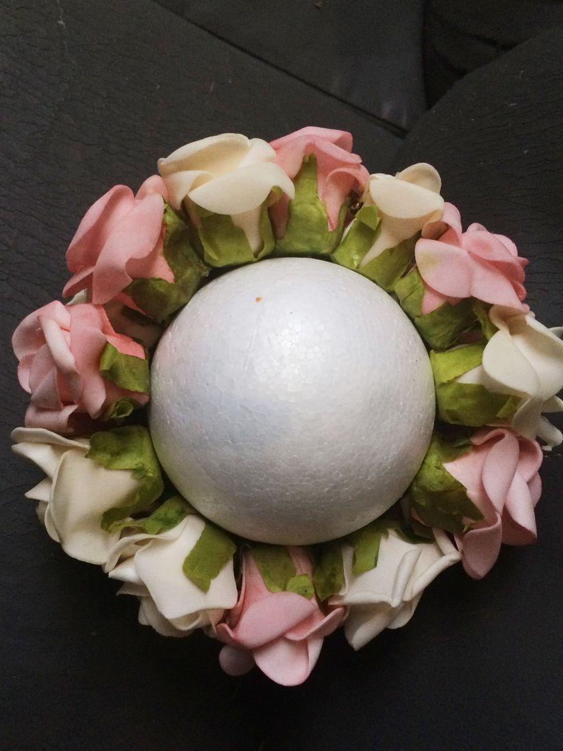 Esfera de flores artificiales para la decoraci n for Como hacer adornos con plantas artificiales