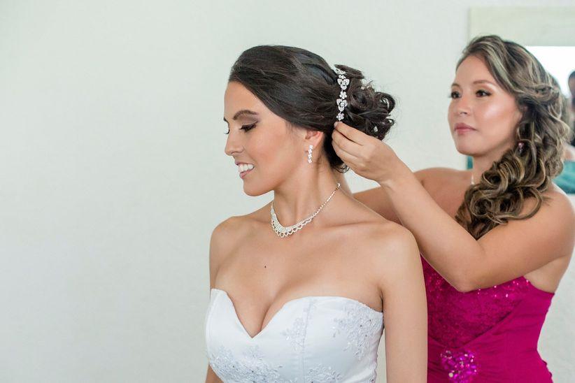 c4ae5ad0d1c9 Elige las joyas de acuerdo al escote de tu vestido de novia