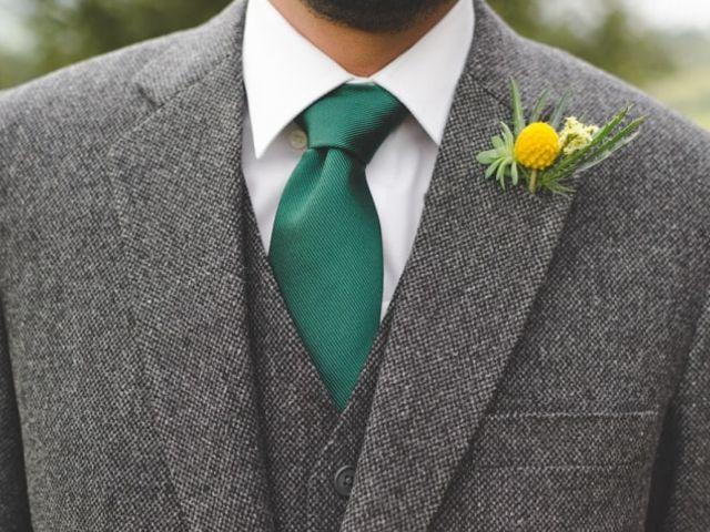 El boutonnière de novio: un elemento para completar el look perfecto