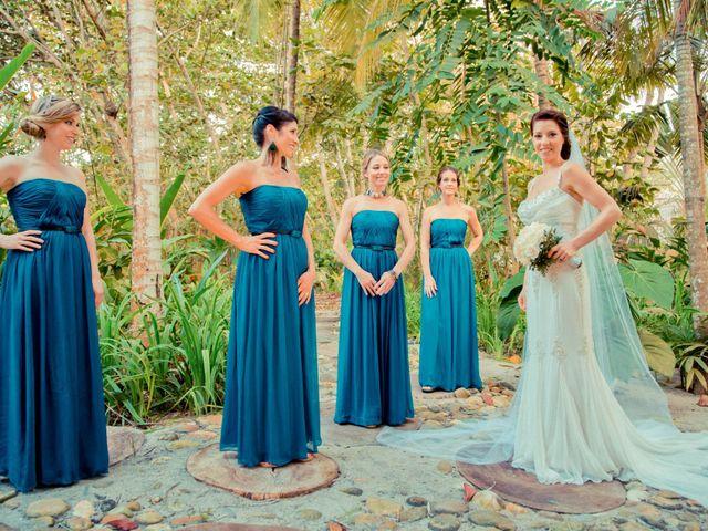 ¿Quién corre con los gastos del vestido de las damas de honor?