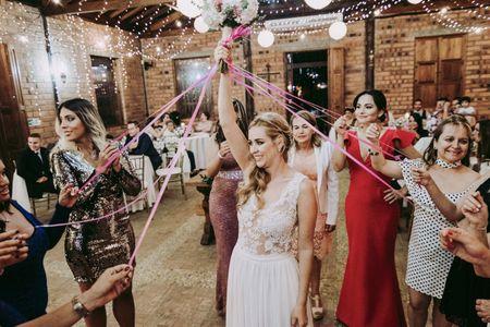 ¿Por qué se entrega o lanza el ramo de novia?