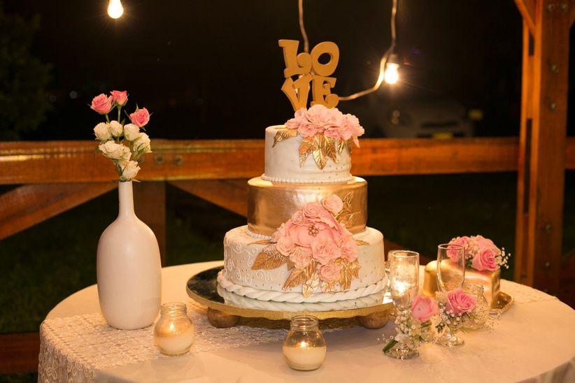30 decoraciones para la mesa del pastel for Decoracion para casamiento