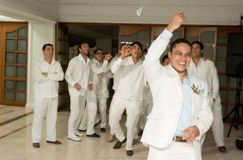 La novia lanza su ramo, pero el novio ¿qué puede lanzar a los solteros?