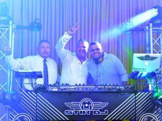 Stik DJ Group 3