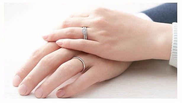 7110b156bf18 Anillos de compromiso En que mano usan sus anillos de compromiso y luego el  de boda  2