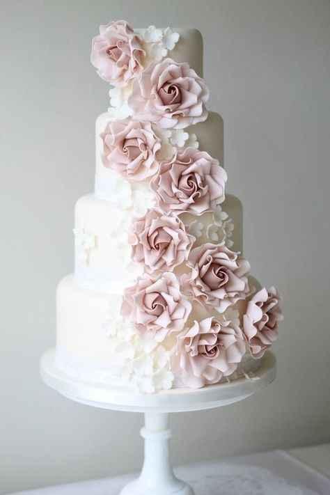 2. Torta matrimonio flores artificiales
