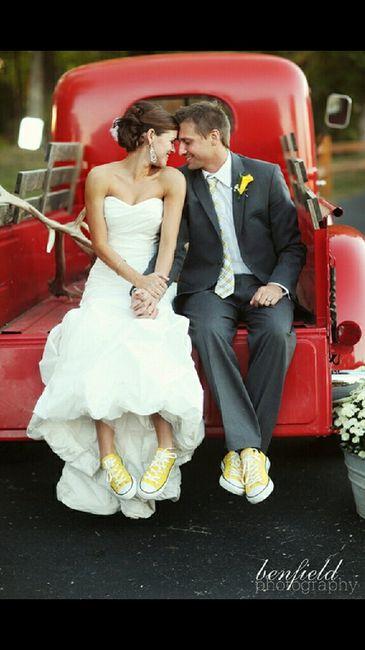 Novias con zapatos de colores - 1