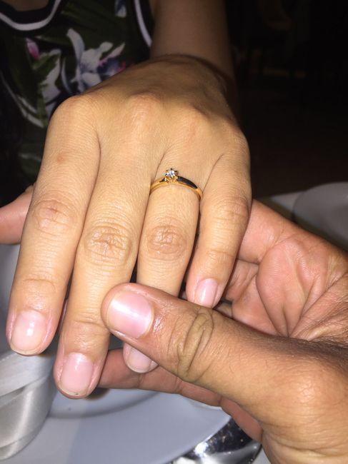 ¿De qué color tenías las uñas cuando te dieron el anillo de compromiso? 7