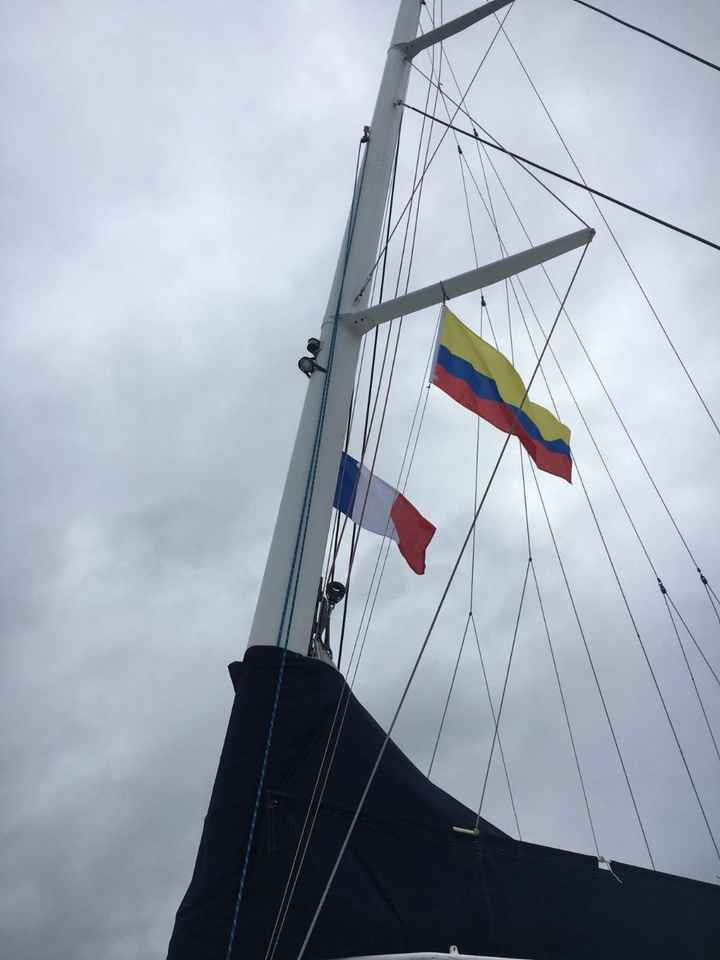Banderas de Colombia y Francia