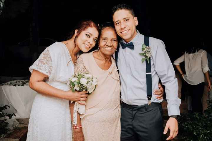 Y ella es mi otra abuela, quien ya perdió su vista, pero miren esa SONRISA!! Vale ORO