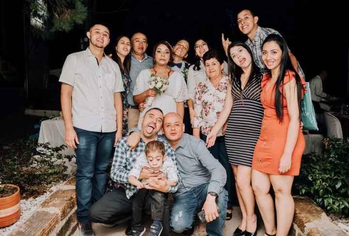 Familia LOCA, ameritaba foto así. Es imposible actuar enserio con ellos...
