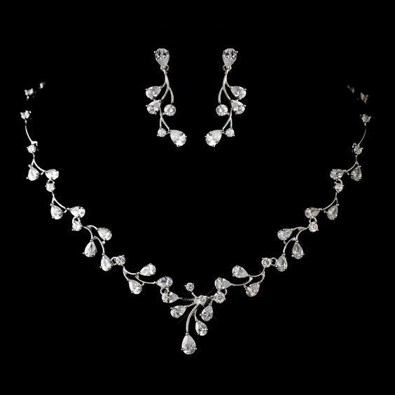06311c7caeac Collar + Aretes para novia 👰🏻 ¿Cuál usarías  4