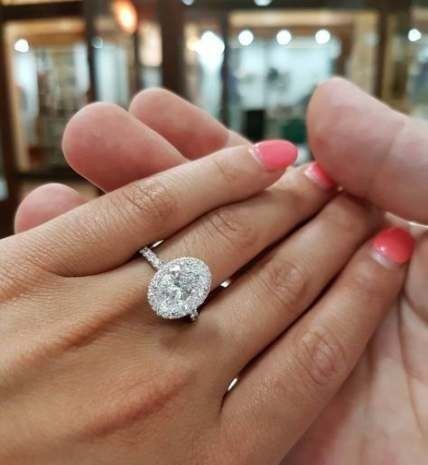 ¿De qué color tenías las uñas cuando te dieron el anillo de compromiso? 1