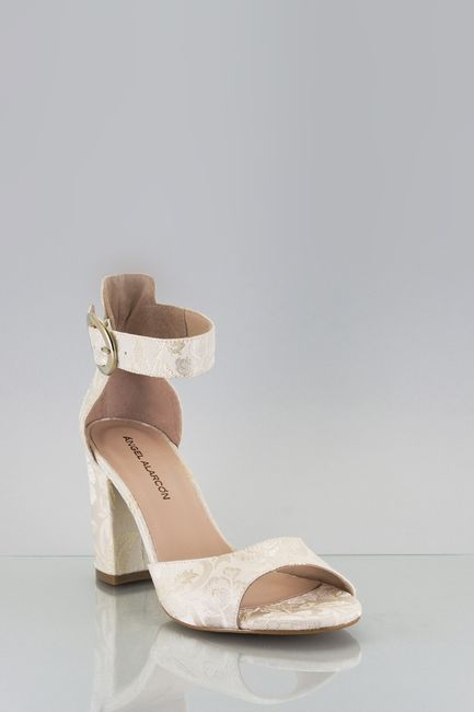 3 zapatos blancos: ¿A cuál le apuntas? 2