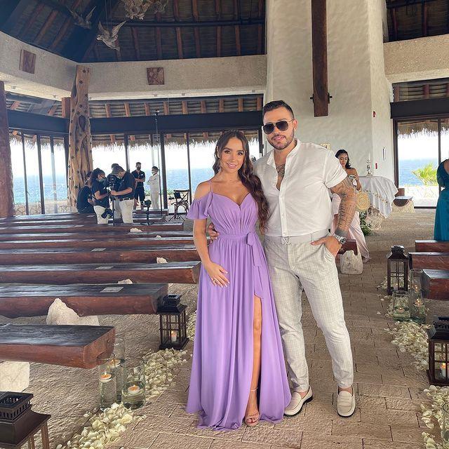 Así lucieron Paola Jara y Jessi Uribe en la boda de su hermana 👇 2