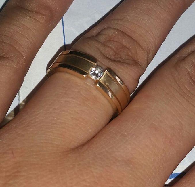 3e188eccbc2e En que mano va el anillo de compromiso después del matrimonio  - 1