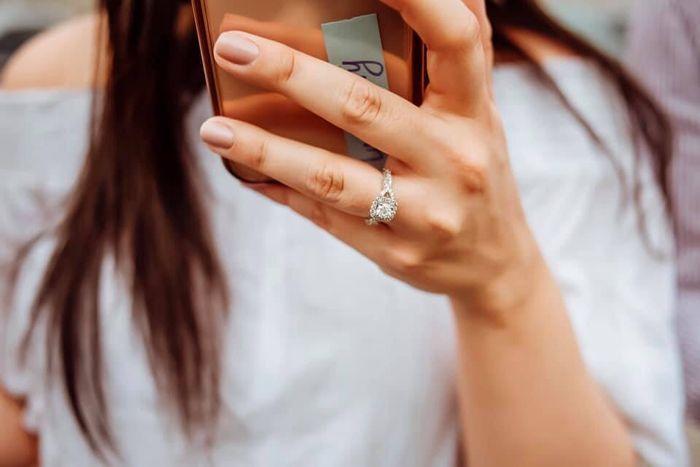 ¿De qué color tenías las uñas cuando te dieron el anillo de compromiso? 10