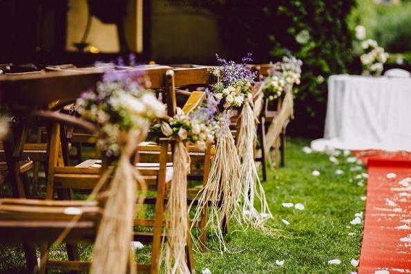 decoración de la iglesia para una boda rústica o campestre