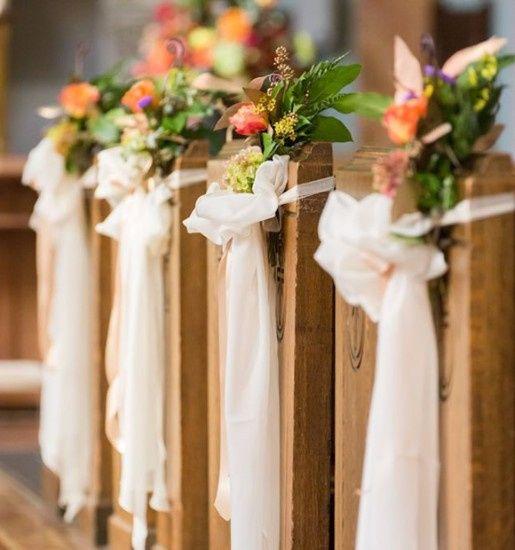 decoración de la iglesia para una boda vintage