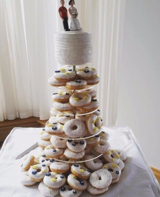 donut wedding cake tortas para bodas peque 241 as r 250 sticas y divertidas 3654
