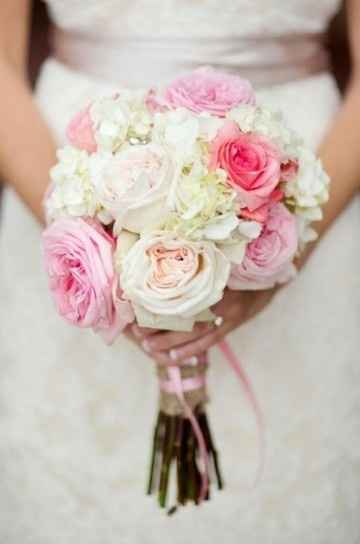 diseño de ramo de novia con rosas