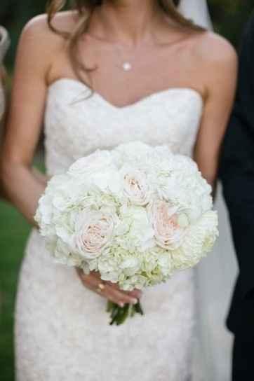 diseño de ramo de novia en color claro
