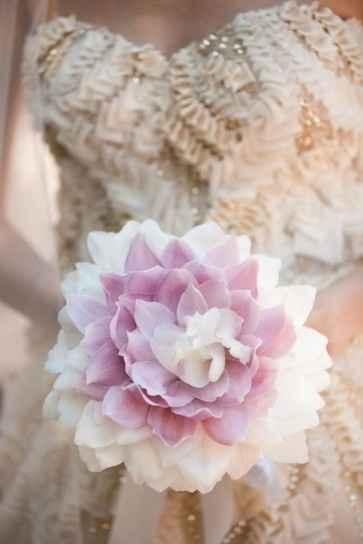 ramo de novia en color blanco y lila