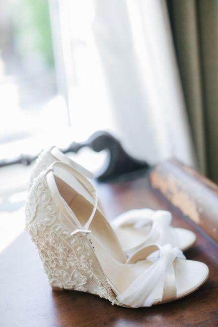 zapatos de novia para un matrimonio al aire libre