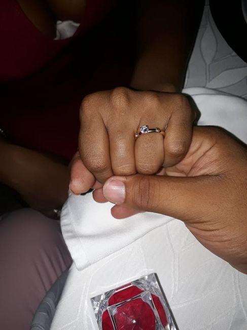 ¿De qué color tenías las uñas cuando te dieron el anillo de compromiso? 6
