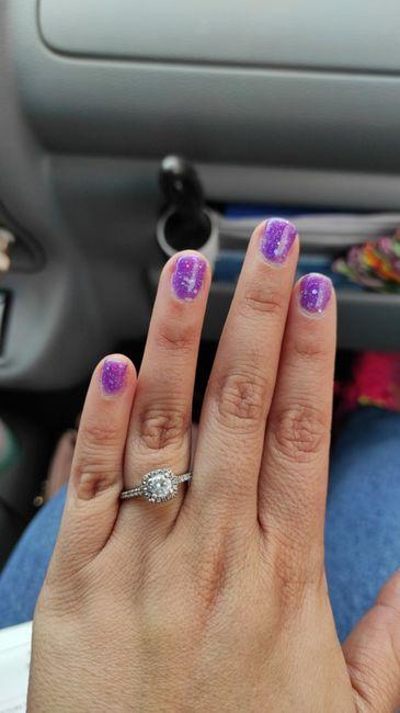 Dónde se debe usar el anillo de compromiso, y luego de la boda en donde se ubican los dos 1
