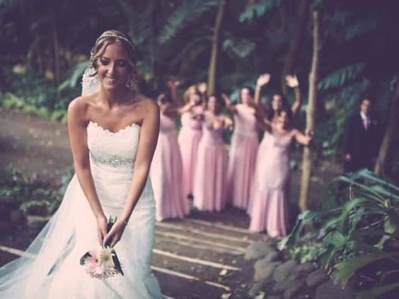¿Vas a lanzar el ramo de novia en la fiesta?