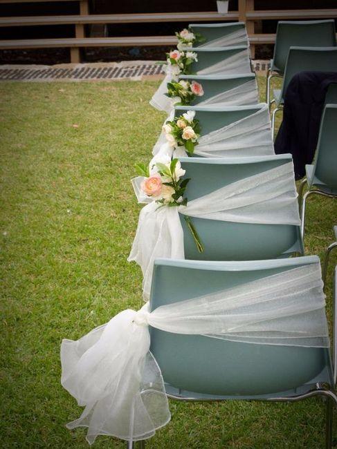 7 formas de decorar sillas de pl stico para la boda for Sillas para matrimonio