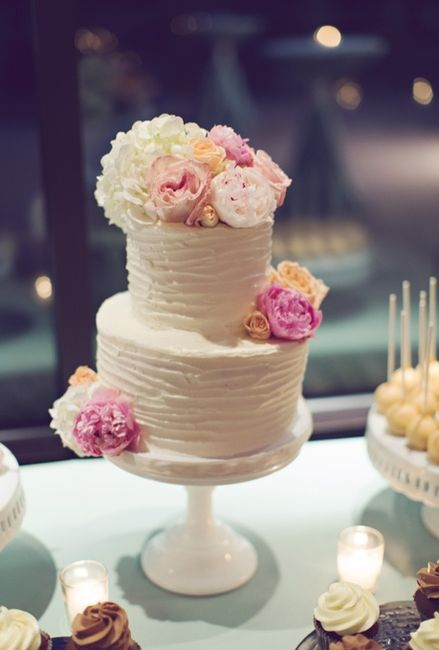 small wedding cakes with fresh flowers tortas de casamiento decoradas con flores 20244