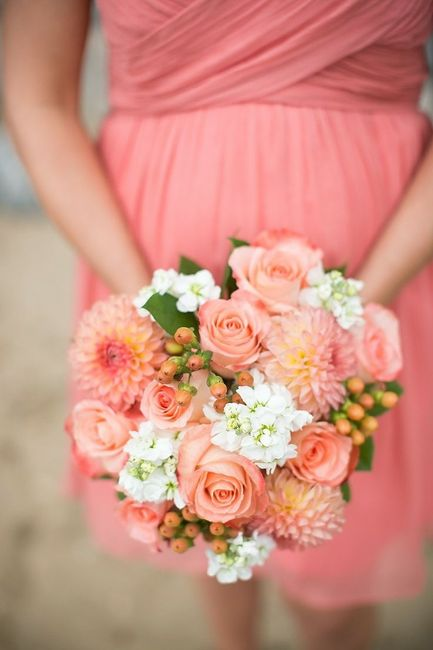 Ramos en color coral para tu look de novia