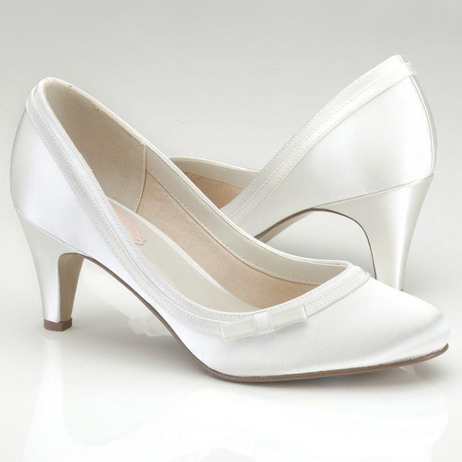 17b439a6 Zapatos con poco taco 4