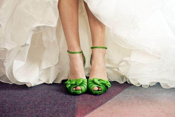 los zapatos del día para el club de novias de color verde
