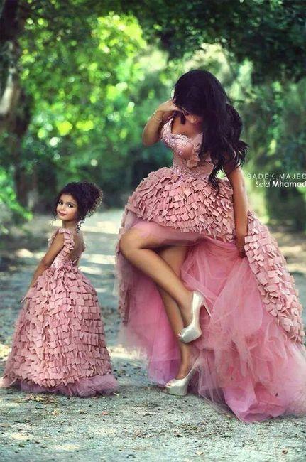 Madre e hija vestidas igual para el matrimonio?