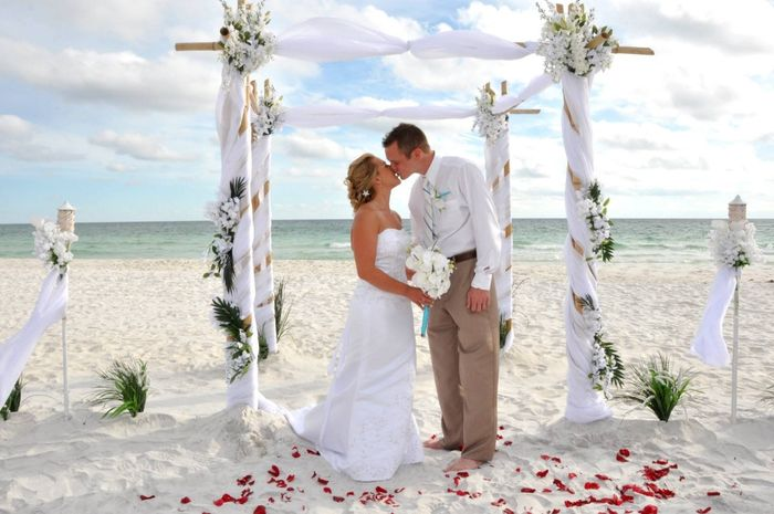Altares para un matrimonio en la playa