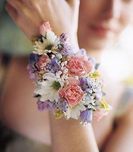 961bd8b2bb 8 corsage o pulseras de flores para tus damas de honor 7
