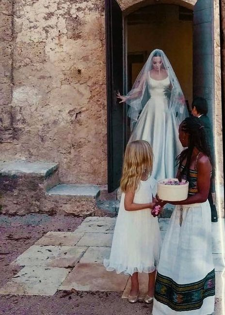 7d8c0f91b Guerra de vestidos de novia - Angelina Jolie 3