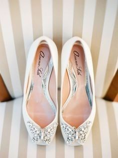 Guerra de zapatos ¿baletas o sandalias?