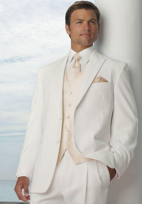 vestido blanco para el novio: ¿sí o no?