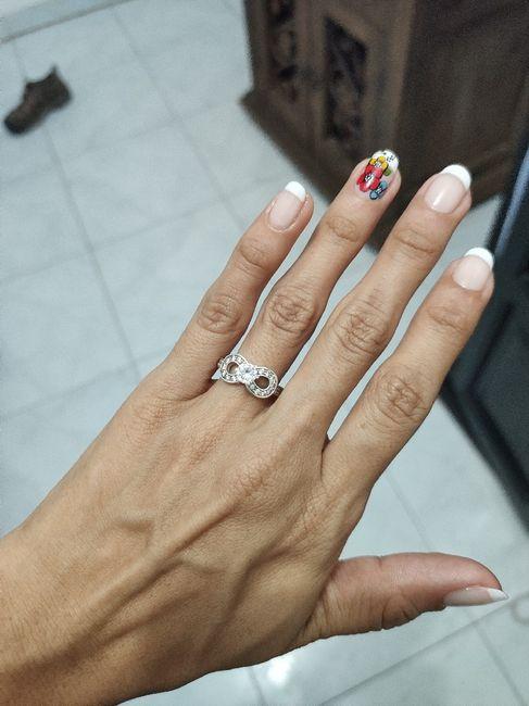 ¿De qué color tenías las uñas cuando te dieron el anillo de compromiso? 2