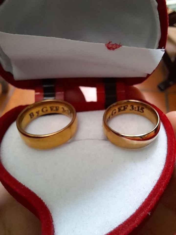 Como son sus anillos de matrimonio. - 1