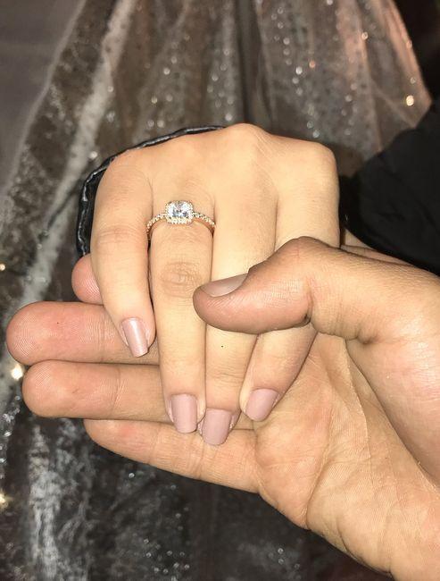 ¿De qué color tenías las uñas cuando te dieron el anillo de compromiso? 13